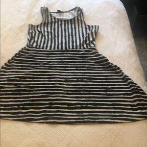 H&M black and white dress L